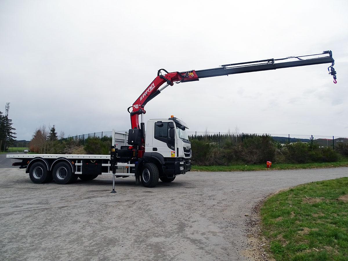Chez cornut-camion-grue-manutention-ferrari-7213-plateau